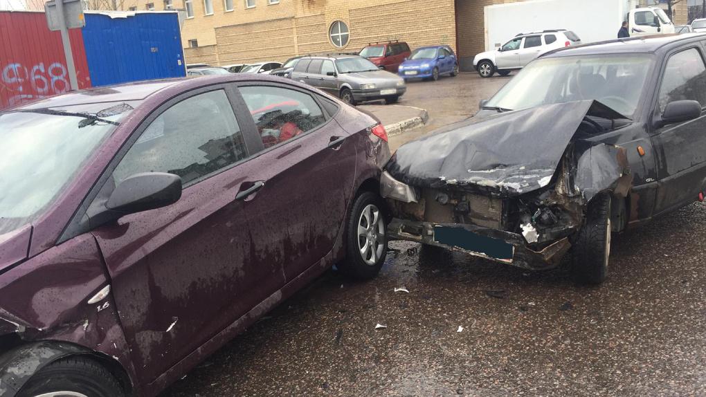 В Тамбове столкнулись две иномарки: пострадал годовалый ребёнок