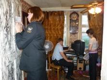 Котовские судебные приставы арестовали мебель должника