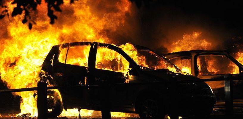 Ранним утром в Строителе загорелись сразу 5 автомобилей