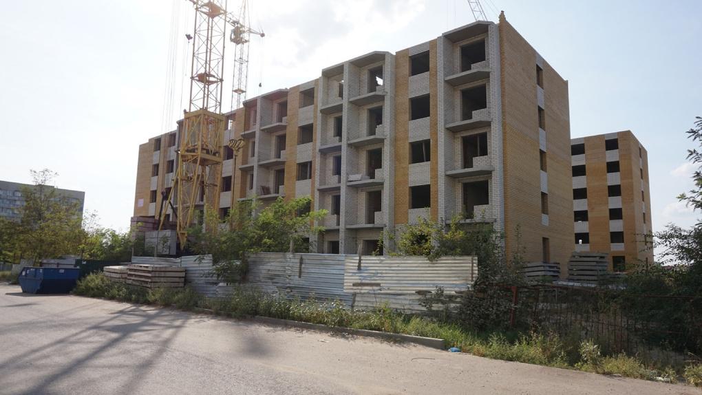 Власти пытаются решить проблему и достроить дом №77Б на Киквидзе