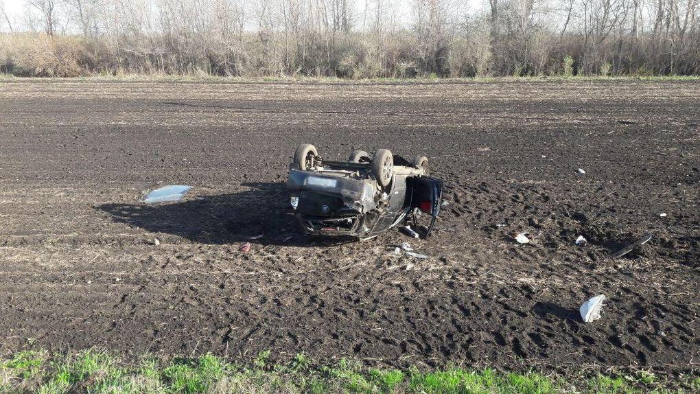 В Тамбовской области перевернулся автомобиль: трое пострадавших