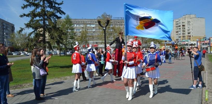 Тамбовчане встретили юбилейный флаг КВН шумно и красочно
