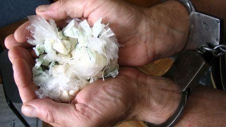 Тамбовскому полицейскому грозит три года тюрьмы за сбыт наркотиков