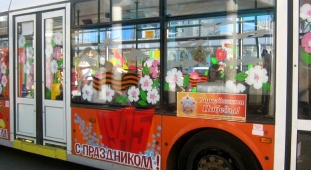 На городских дорогах появится транспорт с символикой Дня Победы