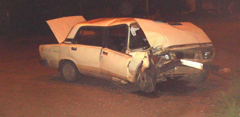 Пьяный водитель на «семёрке» врезался в столб на Пролетарской