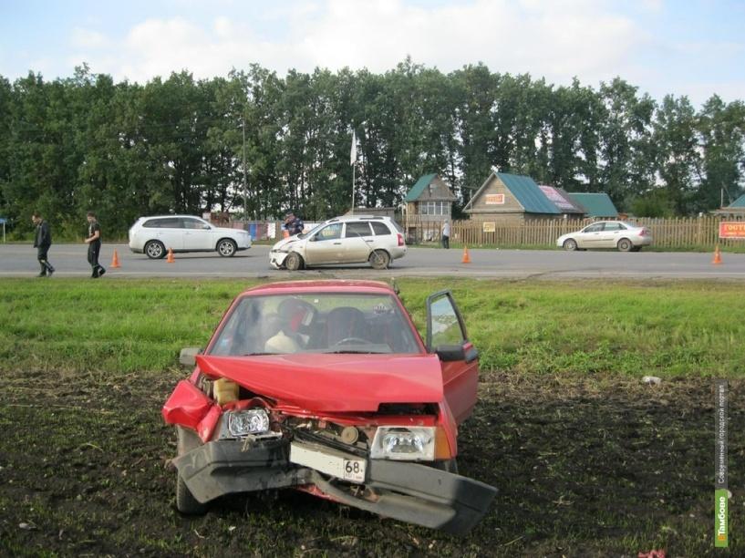 Под Мичуринском по вине молодого водителя столкнулись две легковушки