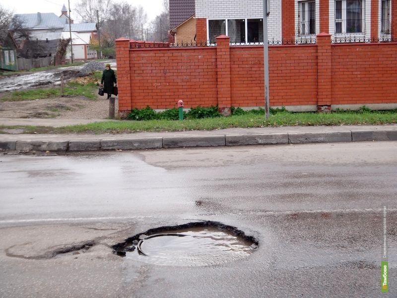 Тамбовчане не дождались ремонта разрушенных канализационных люков