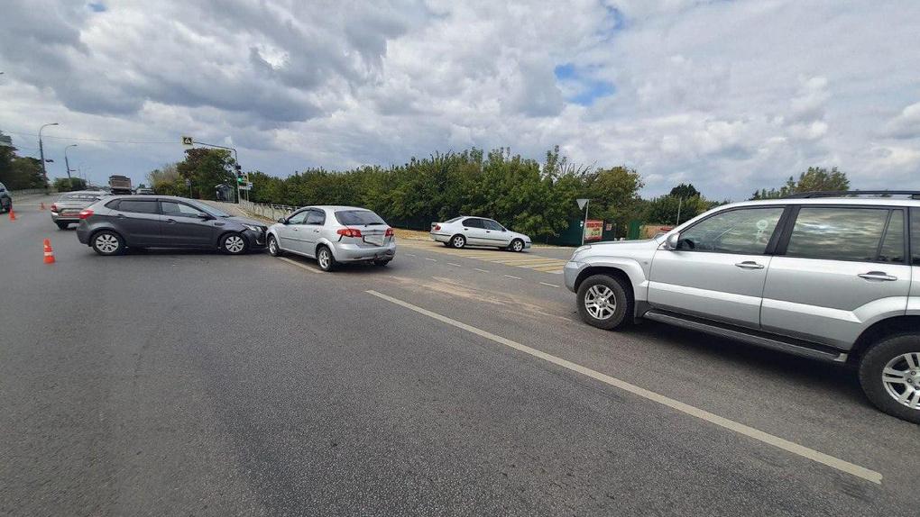 На Рассказовском шоссе столкнулись три машины