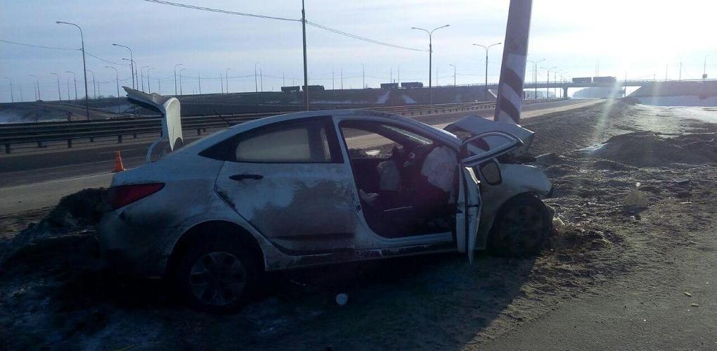 Hyundai Solaris врезался в столб на М6 «Каспий»