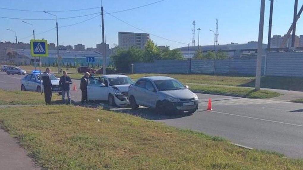 На севере Тамбова из-за столкновения машин пострадала женщина-пешеход