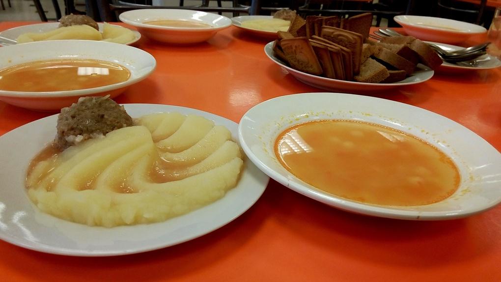 В новом учебном году все учащиеся младших классов региона будут получать бесплатные обеды