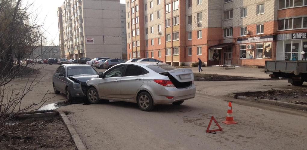 Два легковых авто не поделили дорогу на севере Тамбова