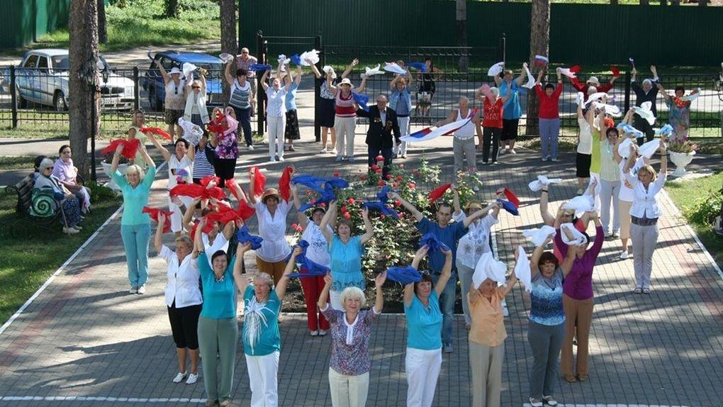 Тамбовские пенсионеры станцевали и записали видео, чтобы поддержать Уэйда Лайона в «Танцах» на ТНТ