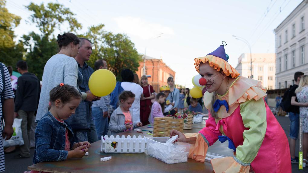 Военная реконструкция, детские аттракционы, тематические площадки: как Тамбов отпраздновал День города.