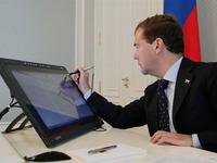 О взятках в приемной Суркова Медведев узнал через твиттер
