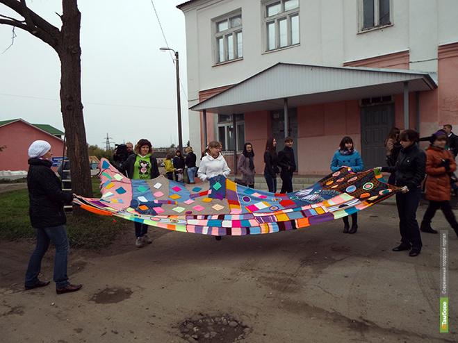 Рассказовские студенты повезут в московский ARTPLAY плед