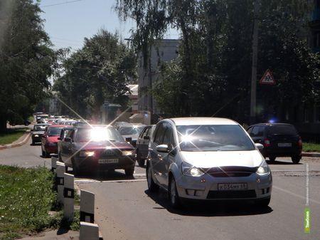 Тамбовские водители винят в пробках на Карла Маркса разбитый ж/д переезд