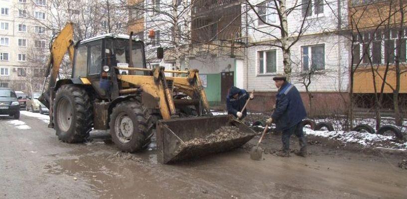 Ямы, оставшиеся после ремонта теплосетей в Тамбове, начали закапывать