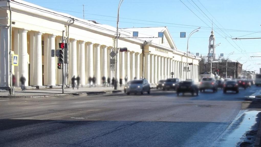 Возле «Гостиного Двора» иномарка сбила пешехода
