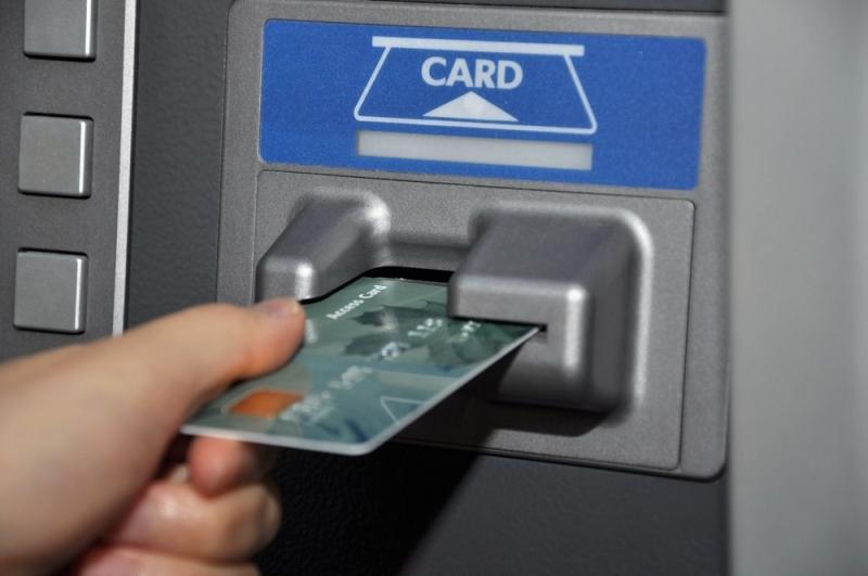 Ремонтный рабочий украл у жительницы Рассказово банковскую карту
