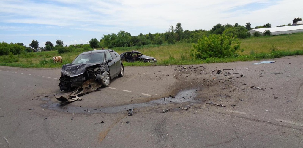 В Петровском районе столкнулись две иномарки: есть пострадавшие