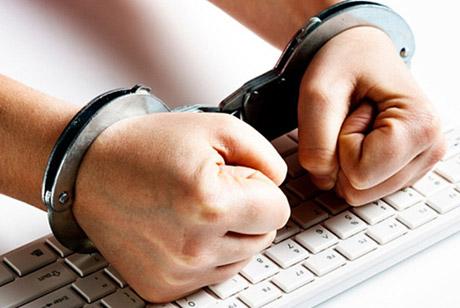 Сотрудника полиции подозревают в распространении порнографических видеороликов