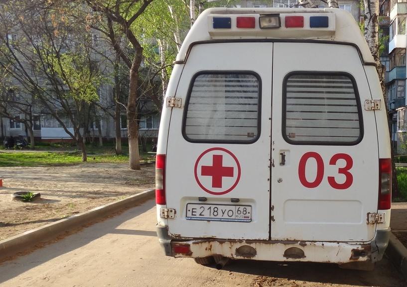 В Тамбове иномарка врезалась в столб: есть погибший