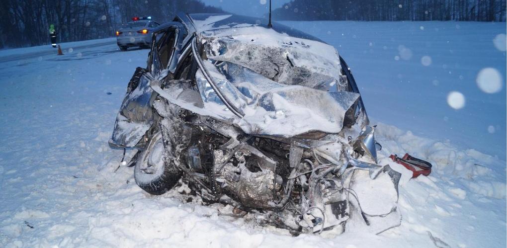 Lada Kalina во время обгона врезалась в BMW X5: один человек погиб