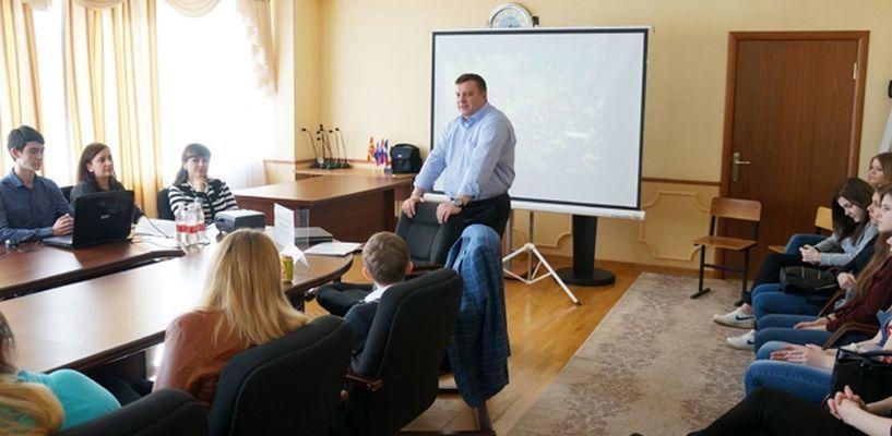 Сенатор Алексей Кондратьев встретился с тамбовскими студентами