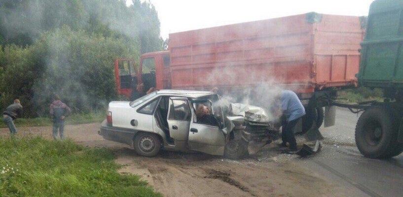 В Тамбовской области Daewoo Nexia врезалась в КамАЗ: есть погибший