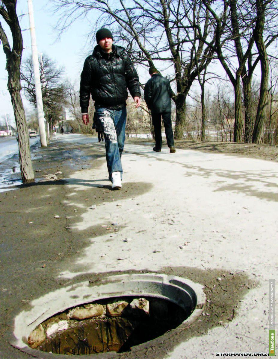Двое тамбовчан украли крышку от канализационного люка