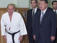 Путину присвоили звание великого мастера тхэквондо