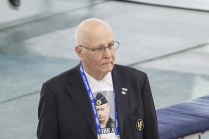 Лишили стиля: члена союза конькобежцев России попросили снять майку с изображением Путина