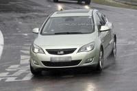 Opel Astra скоро станет седаном. Первые фото