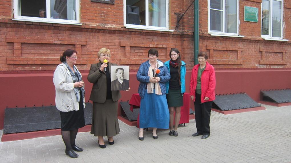 В открытии памятной доски на гимназии №7 приняли участие родственники основателя