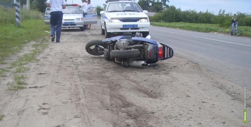 В Тамбовской области парень с девушкой перевернулись на скутере