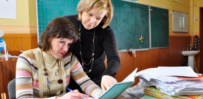 Квалификационную категорию в области имеют 48% сотрудников образования
