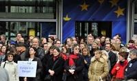 Европейские чиновники бастуют против сокращения своих зарплат