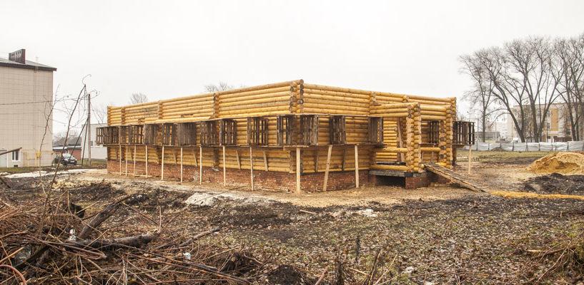 В Лётке строят временный деревянный храм