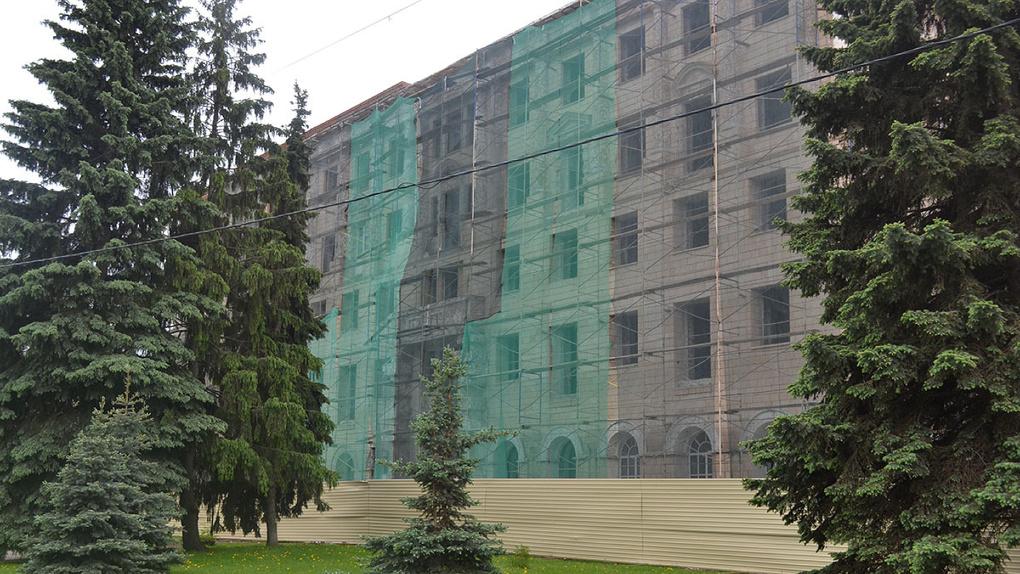 Разваливающуюся гостиницу «Тамбов» на Набережной начали реконструировать