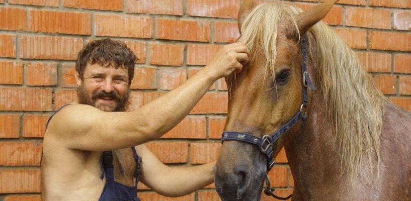 Только мы с конём: житель тамбовской глубинки едет стрелять из лука в Москву