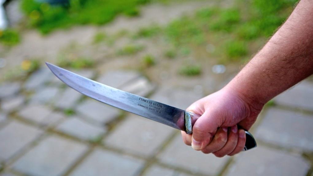 На севере Тамбова мужчина с ножом нападал на прохожих