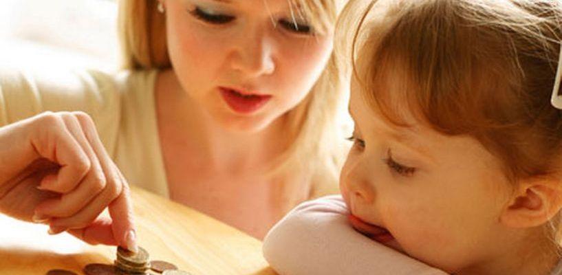 В области повысили размер пособий в связи с материнством и детством