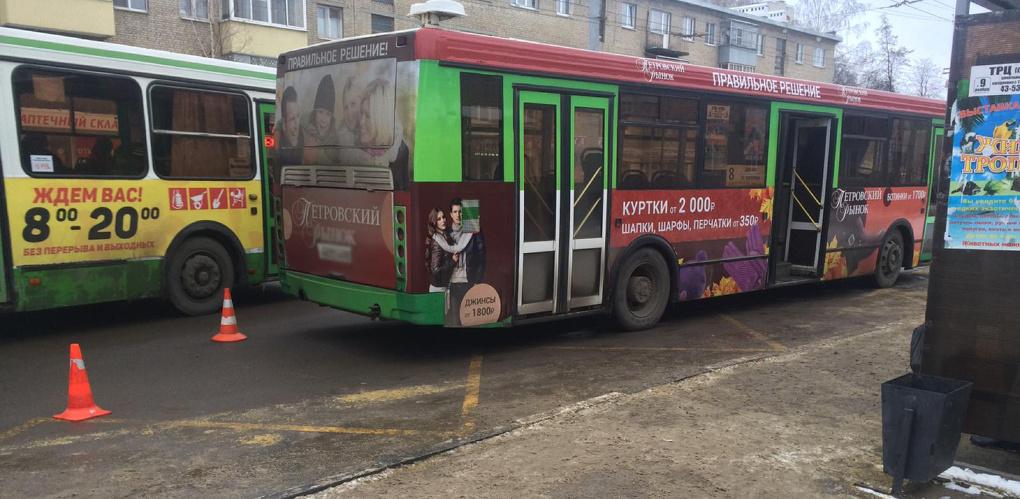 Пенсионерка упала в салоне автобуса на улице Мичуринской