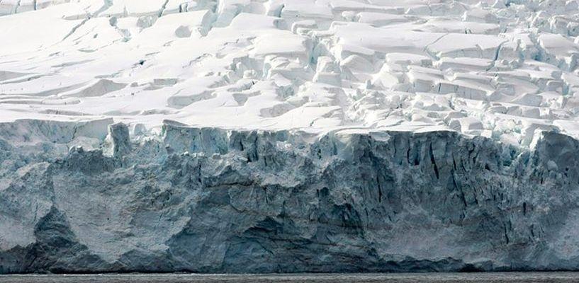 От Антарктиды откололся гигантский ледник