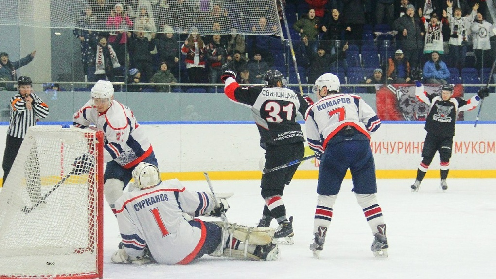 Тамбовские хоккеисты одержали победу и закрепились на втором месте первенства