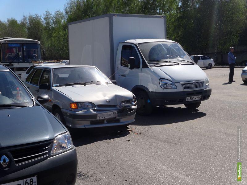 На тамбовском перекрестке не разъехались два авто
