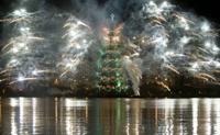 В Рио-де-Жанейро зажглась самая большая плавучая елка в мире