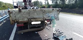 На М6 иномарка врезалась в манипулятор: водитель легковушки погиб