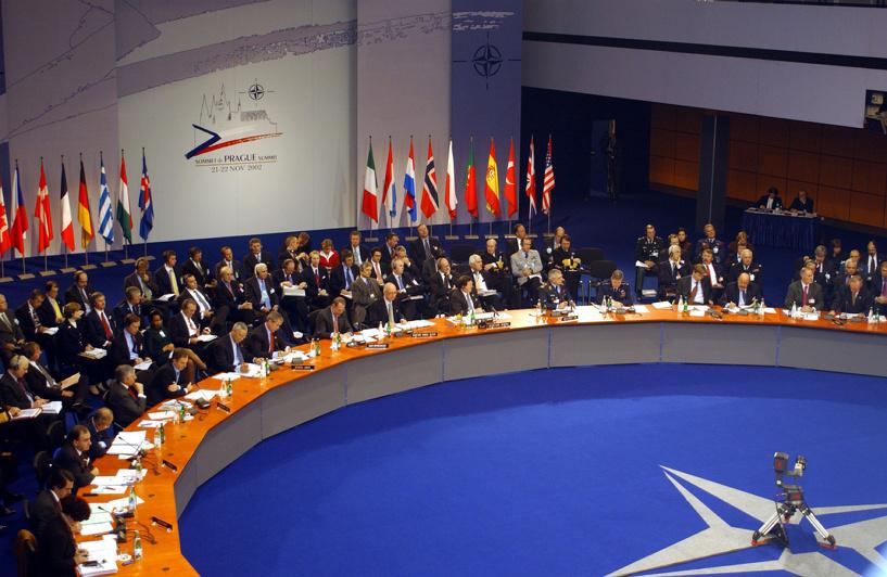 НАТО не хочет холодной войны и столкновений с Россией